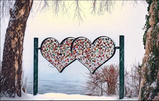 Tình yêu nữ Song Tử - nam Sư Tử: Cô nàng thảo mai tôn thờ sự mạnh mẽ của người yêu