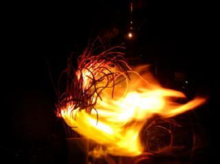 Cháy bát nhang Thần Tài có điềm báo gì đáng lo?
