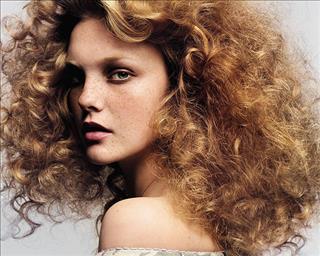 Xem tướng phụ nữ: Có phải tóc xoăn là số vất vả?