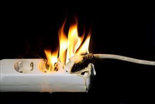 Giải mã giấc mơ: Mơ thấy ổ cắm điện bốc cháy cảnh báo điều gì