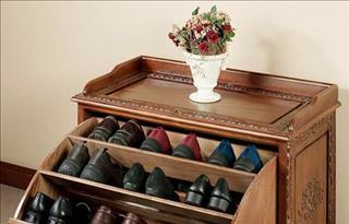 Tránh xa những cách để giày dép này, nếu không tài vận sẽ tiêu tán