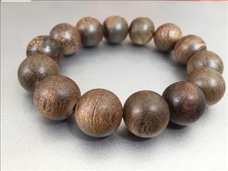 Tác dụng kì diệu của việc đeo vòng gỗ phong thủy