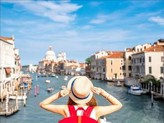 Đi du học, mua chung cư và đi du lịch liên tục chỉ với mức lương 5 triệu/tháng: Có thể tin nổi không?