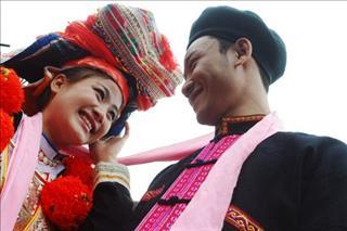 Kỳ lạ những phong tục cưới hỏi chỉ có ở Việt Nam