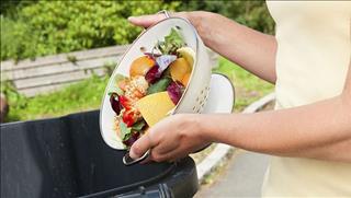Quả báo lãng phí thức ăn đáng sợ hơn bạn nghĩ, không đọc sẽ hối hận