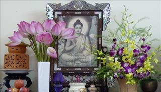 Nên cắm hoa gì trên bàn thờ để thu tài nạp khí, gia đình hưng vượng?