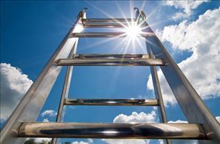 Thú vị với giấc mơ về chiếc thang