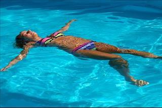 Mơ thấy mình đi bơi có đáng sợ không?