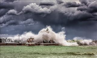 Mơ thấy bão: Nỗi buồn và sự xung đột đua nhau xâm chiếm tâm hồn