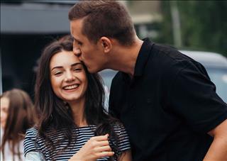 Hé lộ cách hôn yêu thích của các nhóm thuộc 12 chòm sao