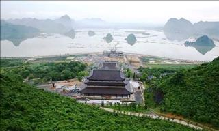 Đông đảo người tới thăm Chùa Tam Chúc bất kể những nghi ngại
