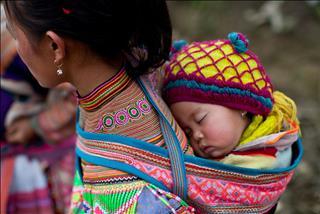 Hủ tục chôn sống con theo mẹ rùng rợn nơi núi rừng Việt Nam