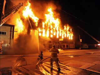 Mơ thấy cháy nhà: Cẩn thận đề phòng