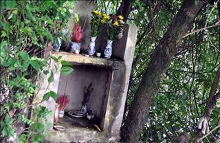 Rợn tóc gáy với những câu chuyện về ngôi mộ vô danh tại Thanh Oai, Hà Nội
