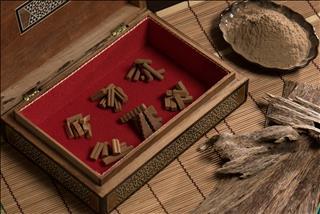 Vô vàn công dụng tuyệt vời của trầm hương phong thủy và cách sử dụng trầm để hút tài dẫn may cho cả gia đình