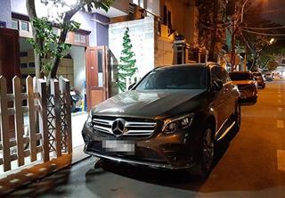 Không đỗ xe chắn ngang cửa nhà ngày Tết kẻo vô tình chặn tài lộc vào nhà
