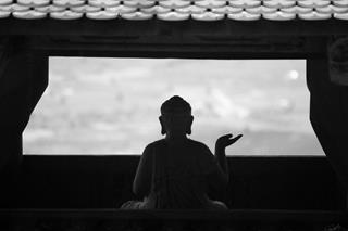 Đức Phật chỉ ra 3 khổ nạn lớn nhất của cuộc đời, người vượt qua được ắt sống an nhàn hưởng phúc