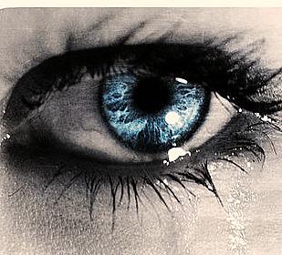 Tính người mở hoặc nhắm mắt khi khóc