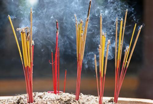 Tại sao thắp hương cúng lễ vào ngày 1 và 15 hàng tháng