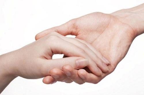 Hinh dang ban tay noi len dieu gi hinh anh