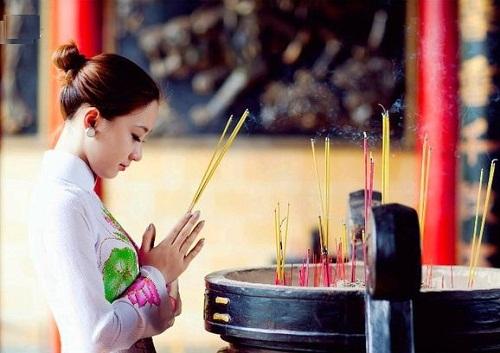 Thắp hương cúng lễ ngày mùng 1 và 15 hàng tháng