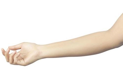 Giai ma viec mo thay canh tay khi ngu hinh anh