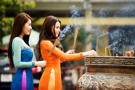 Trọn bộ văn khấn cúng lễ tại Chùa, Đình, Đền, Miều, Phủ đầy đủ và đúng cách nhất