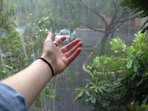 Dự báo thời tiết ngày mai 23/10: Cảnh báo mưa dông, lốc, sét Bắc Bộ