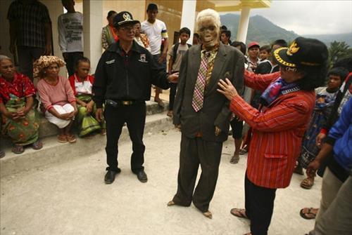 Nghi lễ thây ma biết đi trở về nhà của người Indonesia