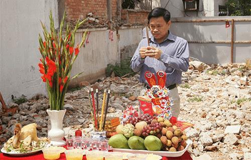 cho muon tuoi lam nha co gap van xui khong