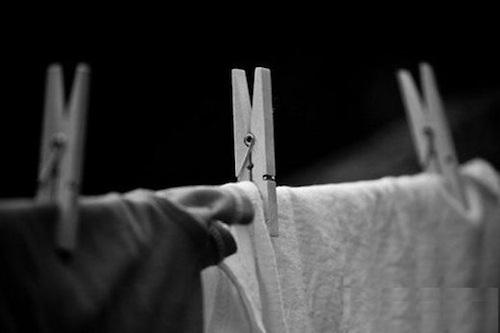 Kiêng phơi quần áo ban dêm trong tháng cô hồn