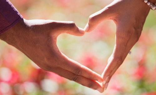 Dựa vào xem bói giờ sinh, biết ngay một người liệu có vượng vận đào hoa