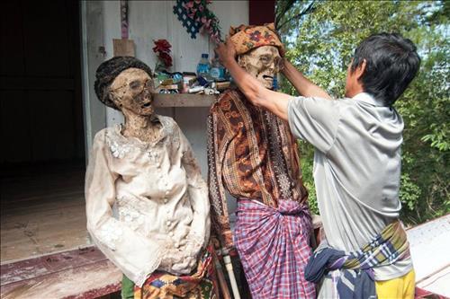 Phu phep cho xac chet biet di tai Indonesia