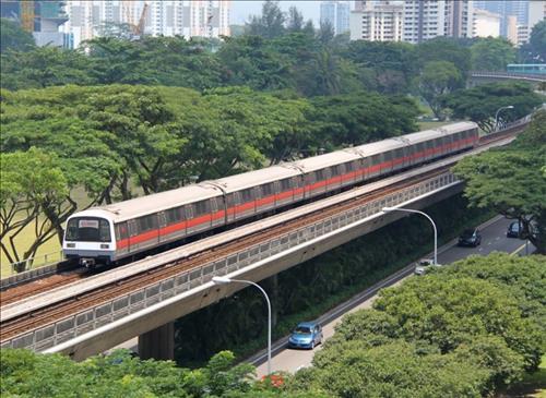 MRT Singapore va dong xu 1 do may man