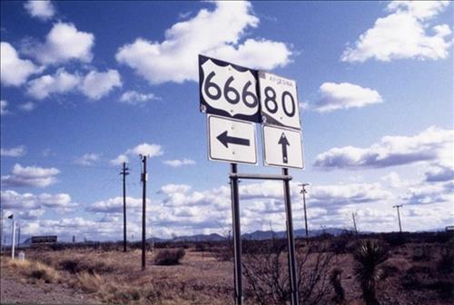 Rùng rợn những con đường ma ám đáng sợ nhất trên thế giới
