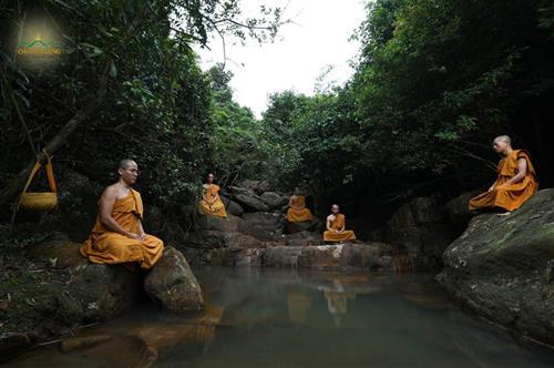 4 chu vang duc Phat tang ban 2