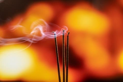 Vì sao thắp hương số lẻ: Nhang lẻ, đồ lễ lẻ số lượng lẻ?