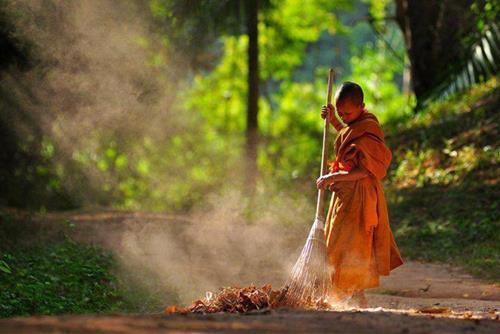 Nghiệp chướng là gì? Giải trừ nghiệp chướng theo lời Phật dạy để lòng thanh thản, đời an vui mãi về sau