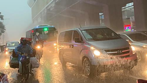 Chiều tối và đêm nay Hà Nội có mưa dông, cảnh báo lốc, sét, mưa đá, gió giật mạnh