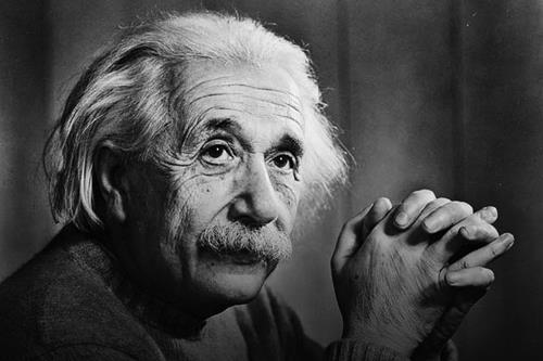 Albert Einstein tung bi chui la thang dan