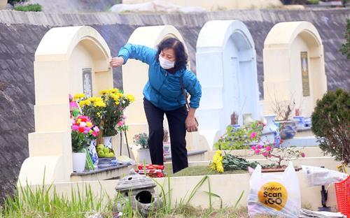 Hoa cúng tảo mộ tiết Thanh Minh