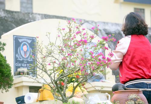 TiếtThanh Minh đi tảo mộ