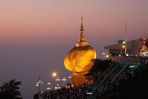 Chùa đá vàng ở myanmar