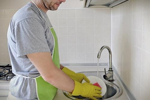 Đàn ông và rửa bát là hai việc khác biệt