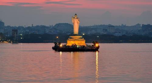 Tượng Phật Hussain Sagar ở Ấn Độ