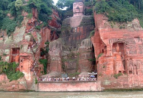 Đại tượng Phật Lạc Sơn trong vách núi ở Trung Quốc