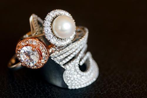 Không nên chọn nhẫn cưới ngọc trai