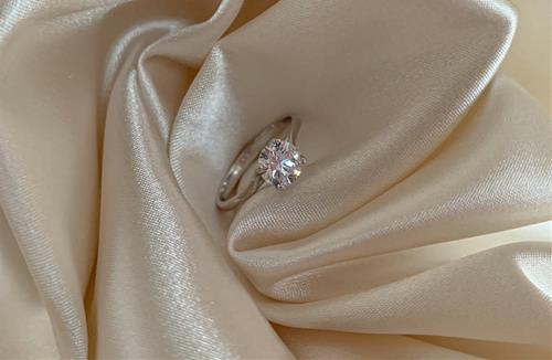 Ưu tiên chọn nhẫn chỉ có 1 viên kim cương