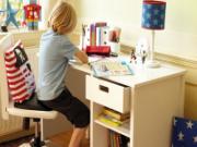 Những vị trí tránh kê bàn học cho trẻ