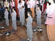 Bán khoán con vào cửa Thánh theo tâm linh người Việt